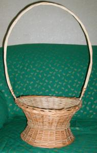 Плетеная корзина для цветов